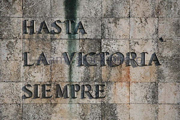 cuban-revolutionary-slogan-hasta-la-victoria-siempre!-at-the-monument-c940x9